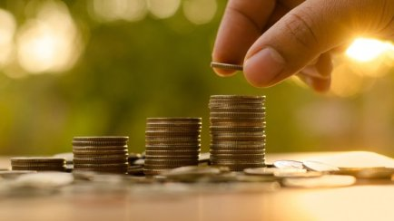 20150805181646-crowdfunding-saving-money-coins